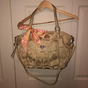 Coach Signature Leah purse